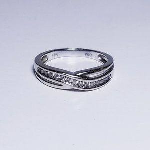 Jewelry - 10k white gold diamond band ring